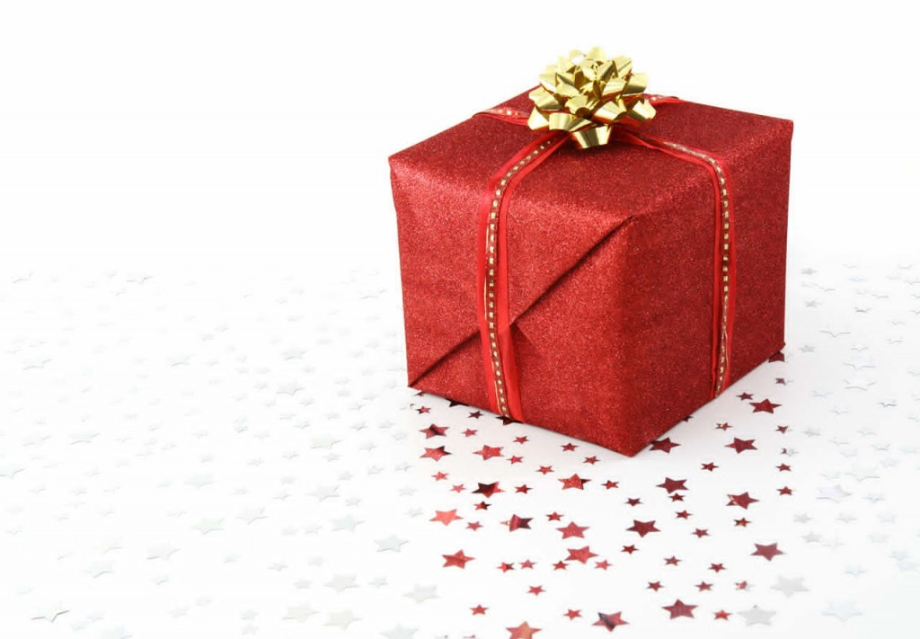 Red_Christmas_present_on_white_background